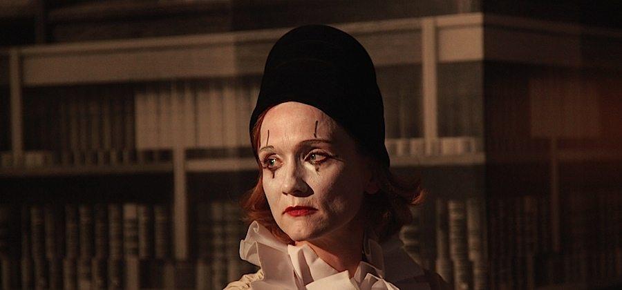 Ingala Fortange als Pierot in der neuesten Produktion der Schlüterwerke (Foto: Schlüterwerk)