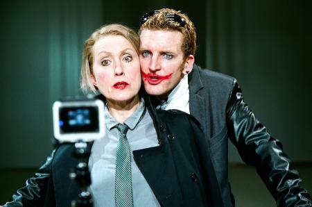 Dornstrauch (Isabella Wolf) mit ihrem Sohn Enrique (Raphael von Bargen) im Stück Carambolage  (Foto:  ©Nick Mangafas)