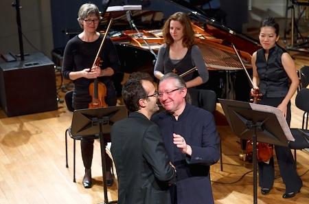 Reinhard Fuchs (Gewinner des Erste Bank-Kompositionspreis) mit dem Dirigenten des Abends Sylvain Cambreling (Foto: © Markus Sepperer)