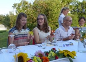 Taglilien gefüllt mit Mascarpone überraschen die Gäste (c) European Cultural News