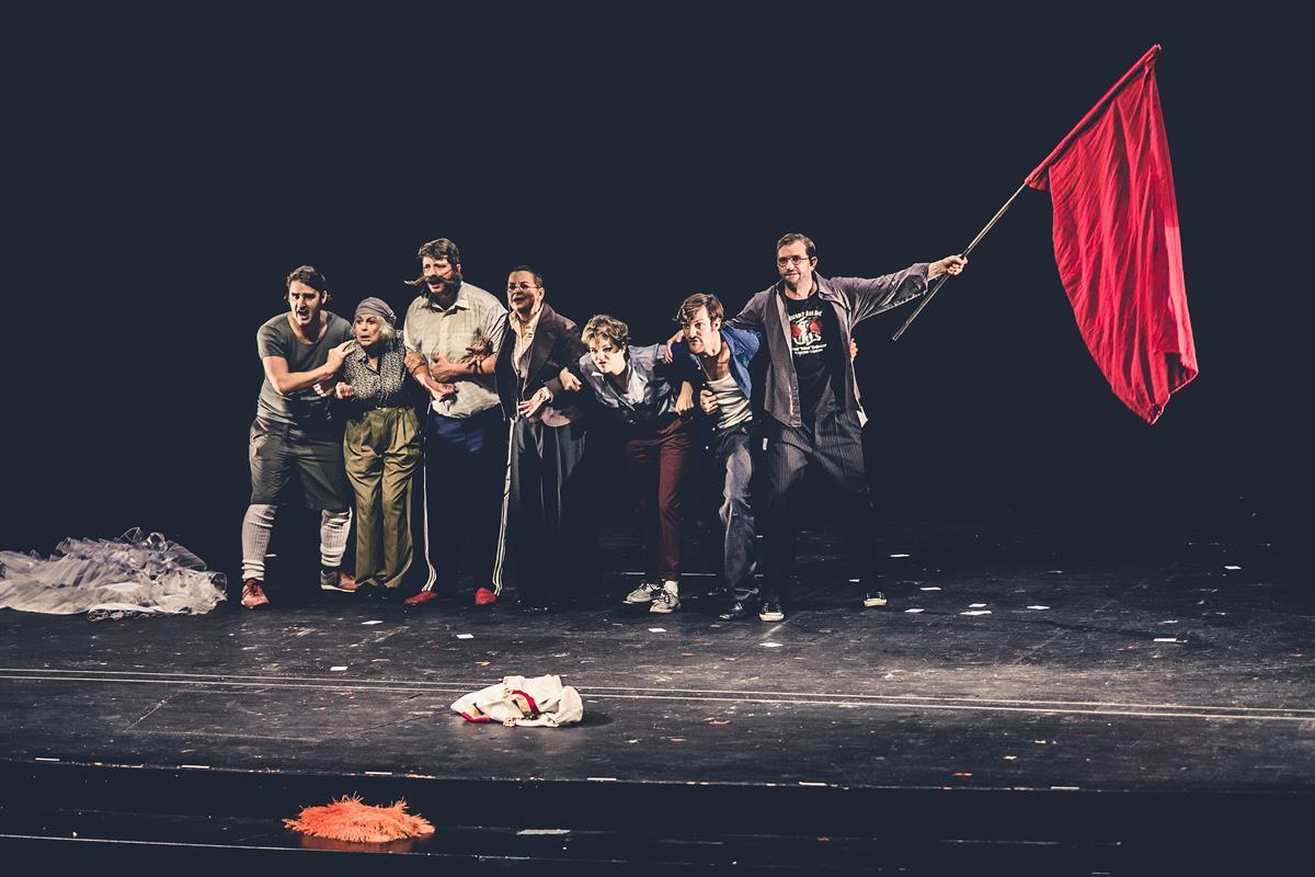 Alles Walzer alles brennt Christine Eder © www.lupispuma.com / Volkstheater